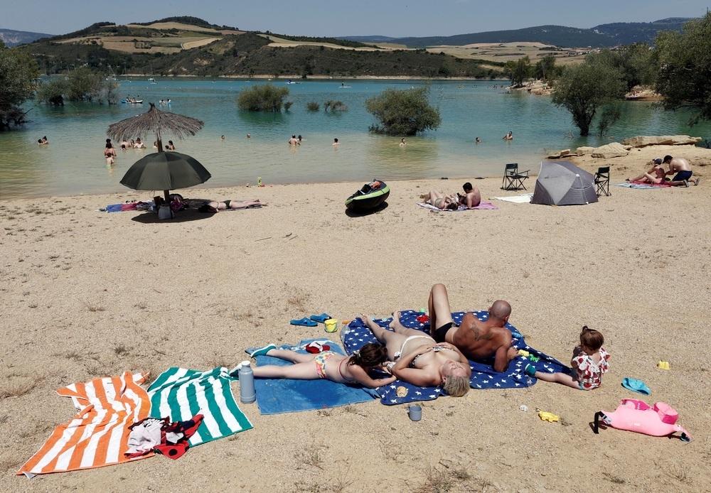El fuerte calor persiste y mantiene a Navarra en alerta