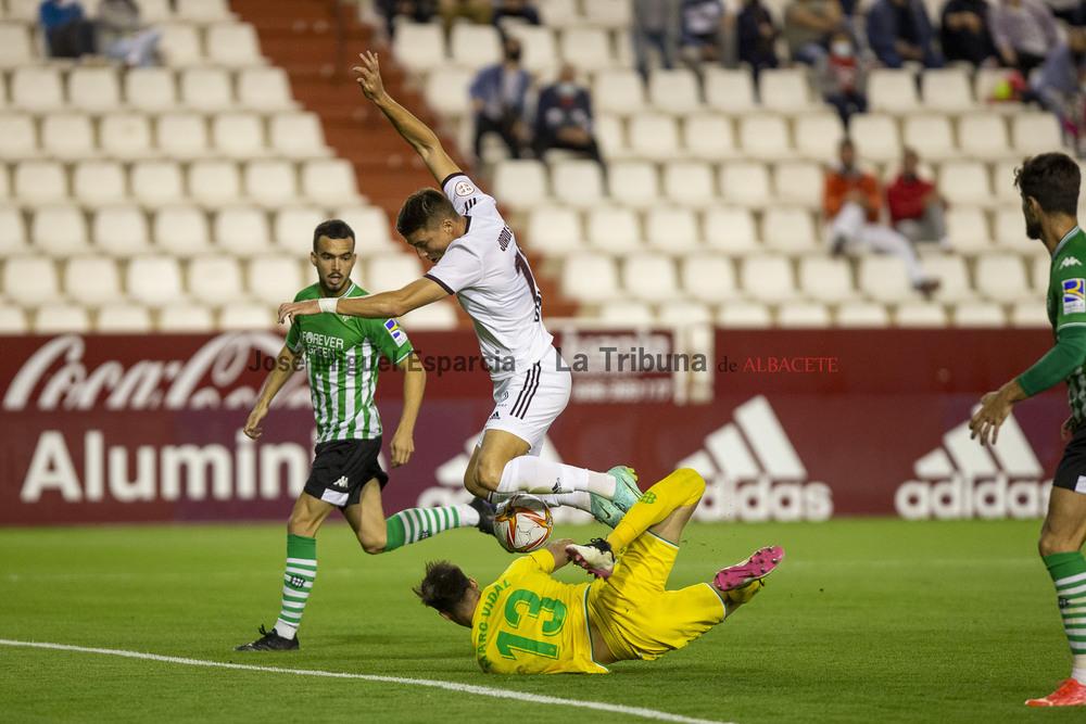 Un momento del encuentro entre el Albacete y Betis B