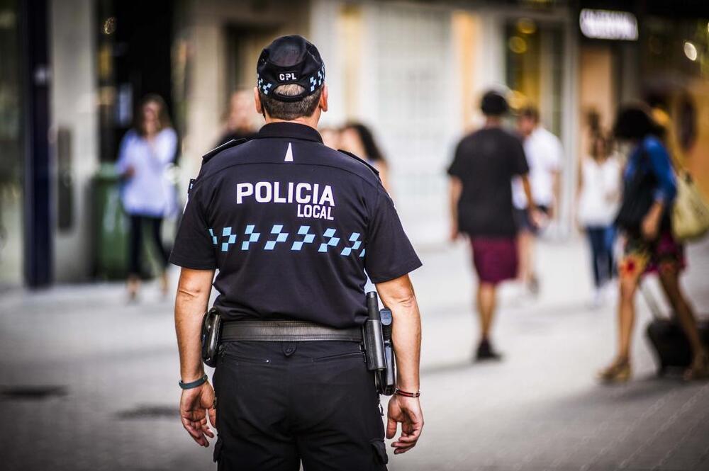 La Policía Local detiene a un joven por pegar y lesionar a su padre