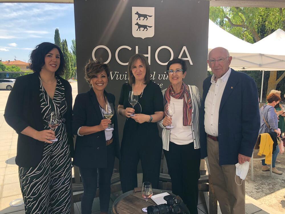 Cata de Bodegas Ochoa con literatura de Sonsoles Ónega