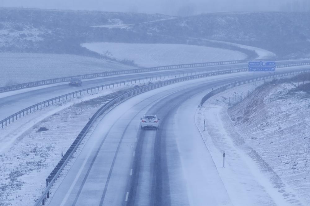 La nieve obliga a cortar el tráfico de camiones en la A-1