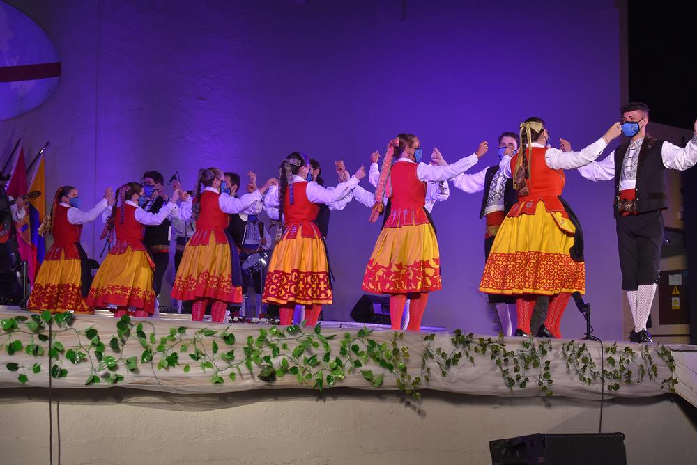 El color, la luz y los recuerdos reviven con el folclore