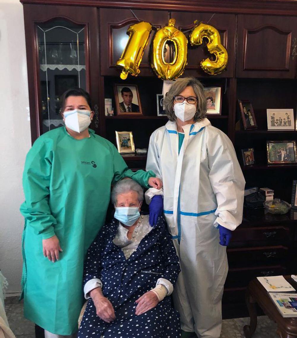 103 años y vacunada contra el COVID