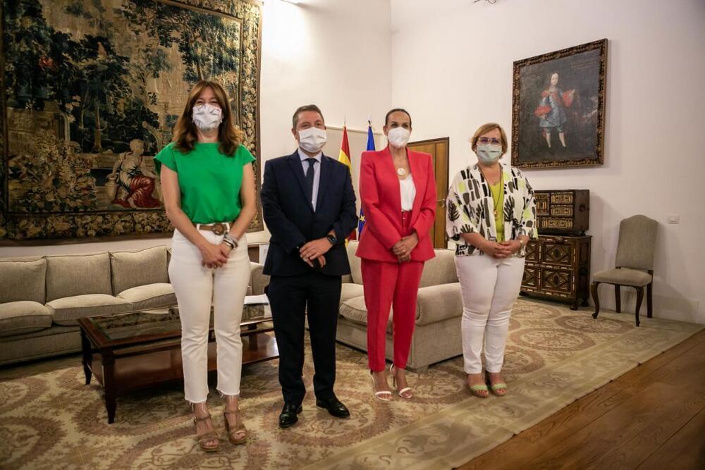 Emiliano García-Page, Eva María Masías, Blanca Fernández y Carmen Olmedo se reunieron en el Palacio de Fuensalida de Toledo