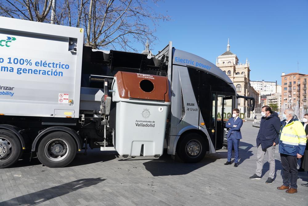 Presentación del prototipo de vehículo eléctrico de recogida de residuos del Ayuntamiento de Valladolid