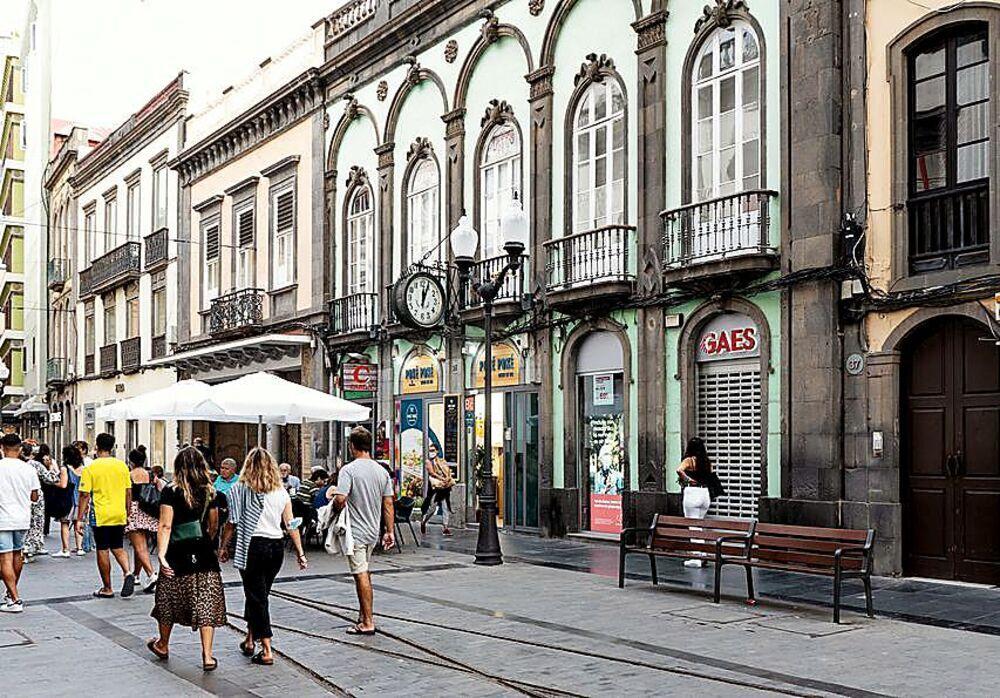 La calle Triana es hoy la más comercial de la ciudad