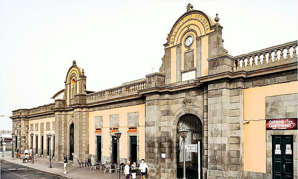 Fachada del mercado de La Vegueta.
