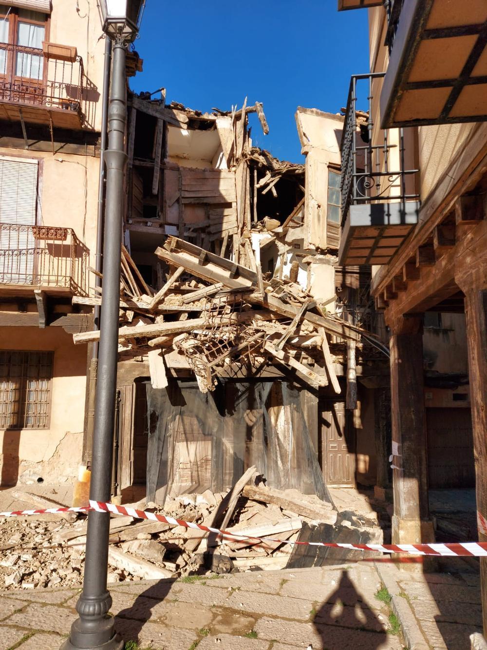 Se derrumba un edificio en pleno centro de Berlanga