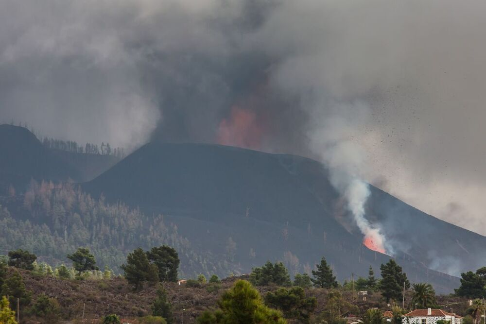 El aumento de la actividad explosiva del volcán de Cumbre Vieja, en El Paso, ha conllevado la evacuación de los barrios de Tajuya y Tacande