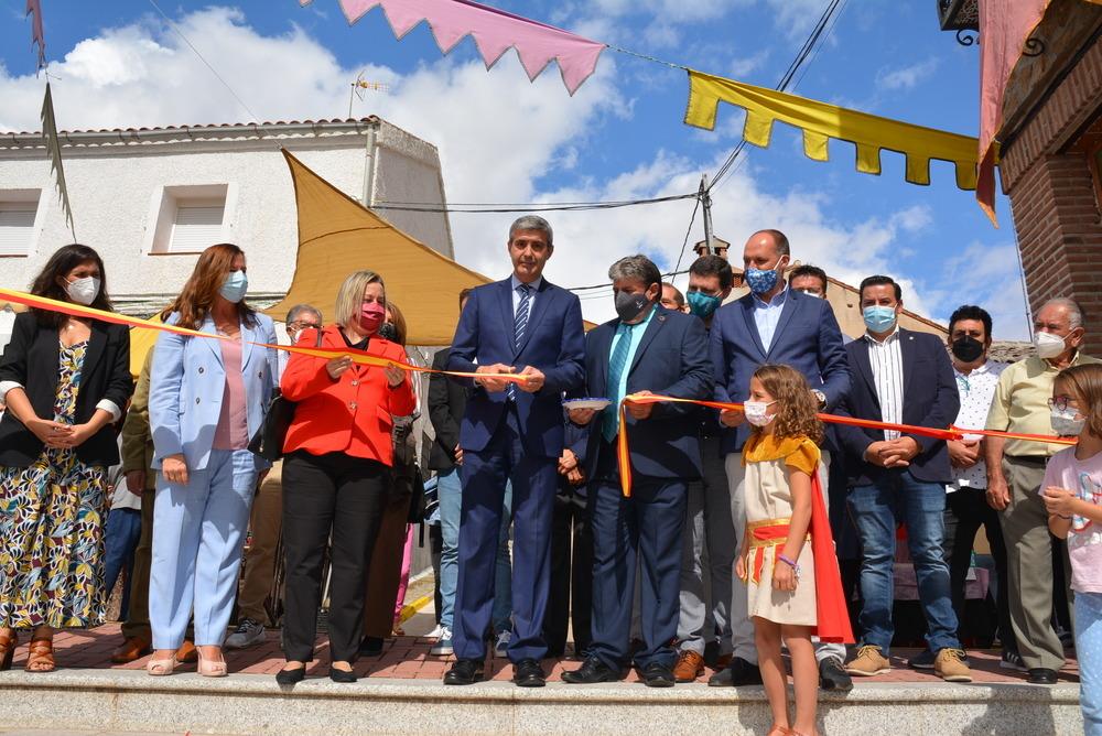 El presidente de la Diputación, el alcalde de Montearagón y la directora general de Alimentación inauguraron la feria.