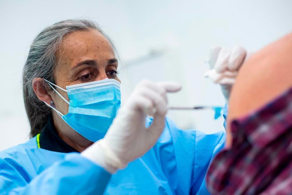 CLM empezará a vacunar a los menores de 40 años en junio