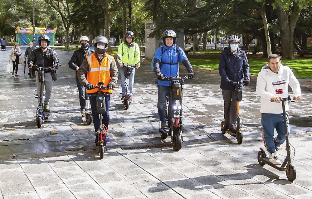 Petición de casco y seguro para patinetes en la ordenanza