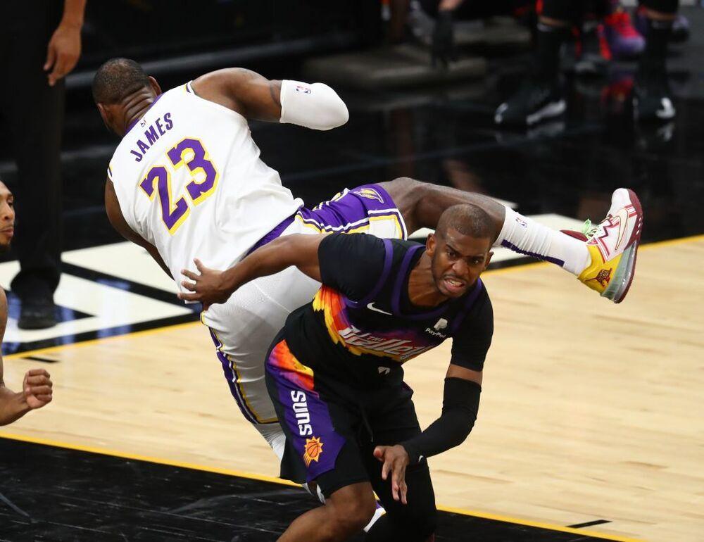 Los Lakers arrancan los 'playoffs' con derrota en Phoenix