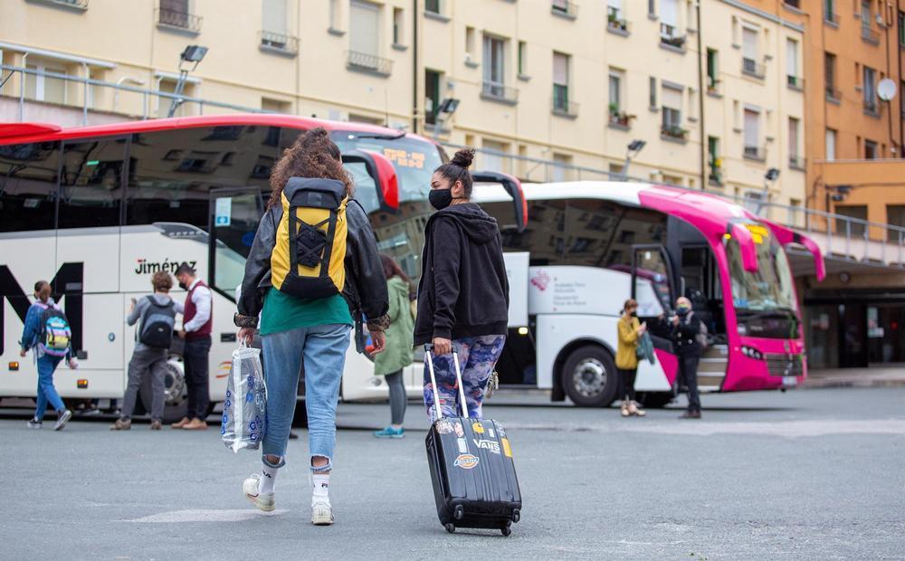 Numerosas personas han viajado fuera de la capital riojana desde primera hora