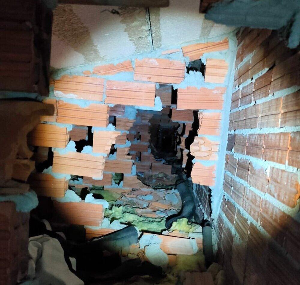 Zulo de la casa okupa donde se escondían las cuatro menores.