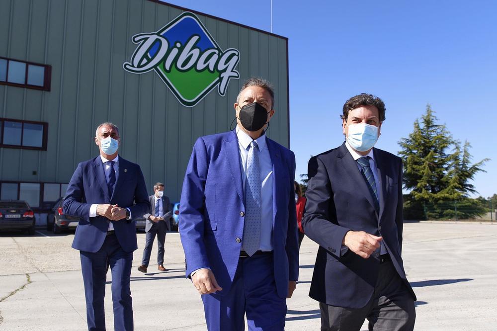 El consejero de Economía visita Dibaq en Fuentepelayo