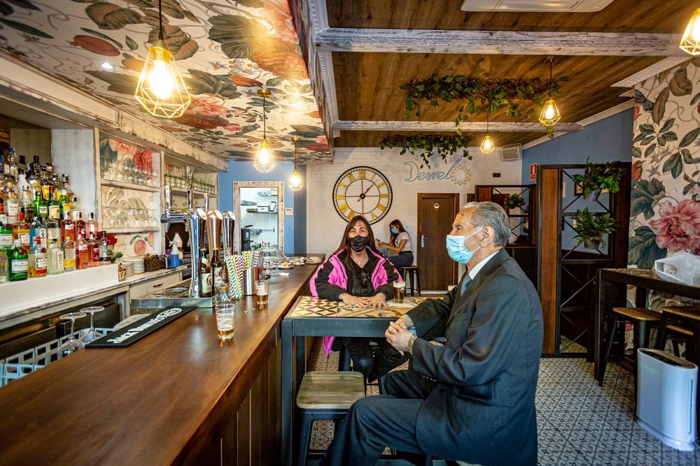 Apertura del interior de los bares y restaurantes