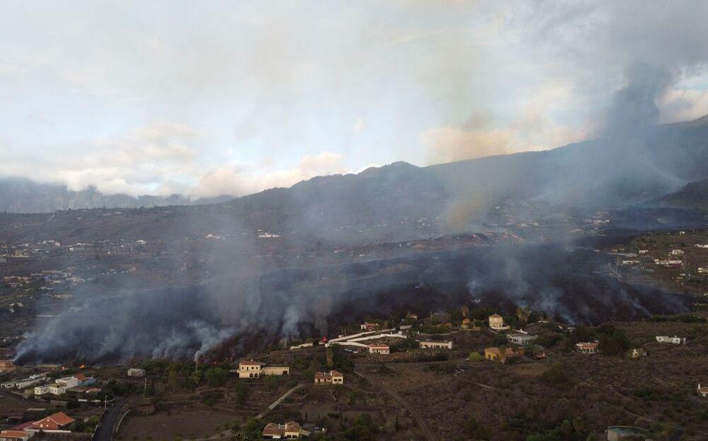 La lava arrasa un centenar de viviendas en La Palma