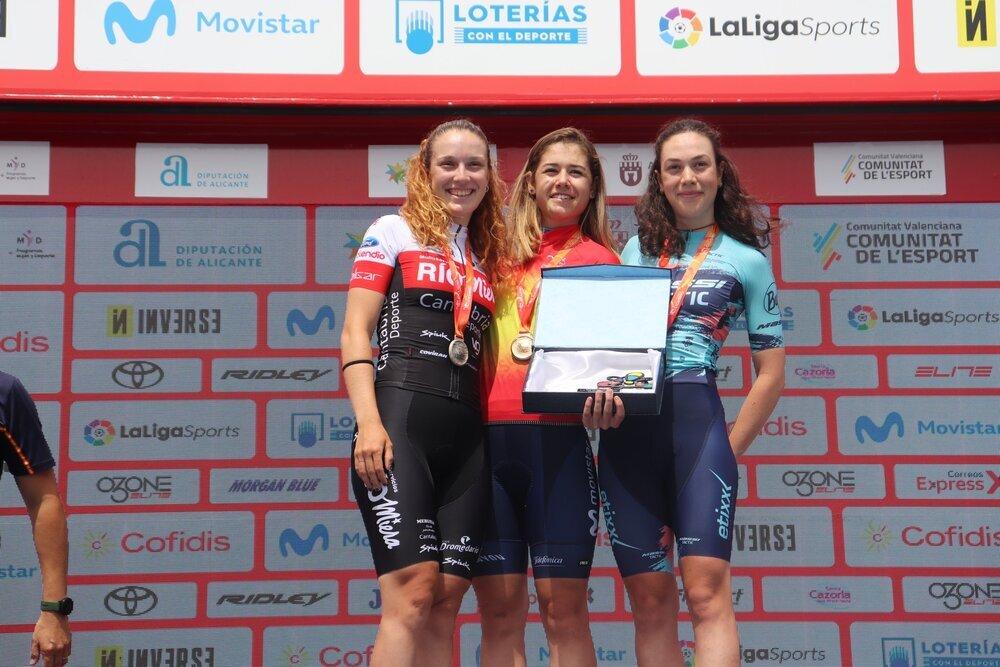 Sara Martín (c.) se ha colgado el oro en la categoría sub-23.
