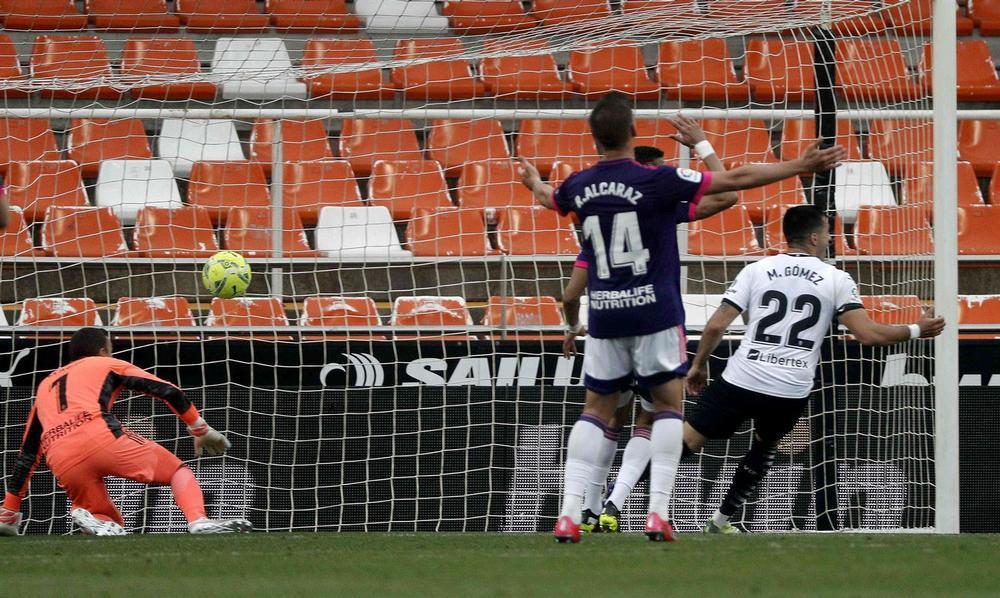 El Valencia golea con solvencia a un buen Valladolid