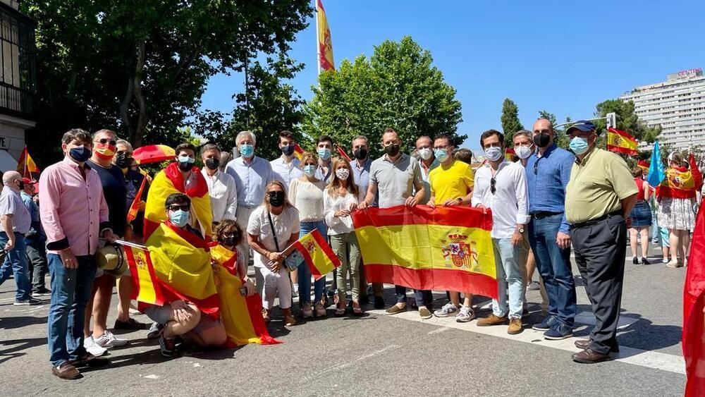 Vázquez junto a otros miembros del PP de Castilla y León, hoy, en Madrid