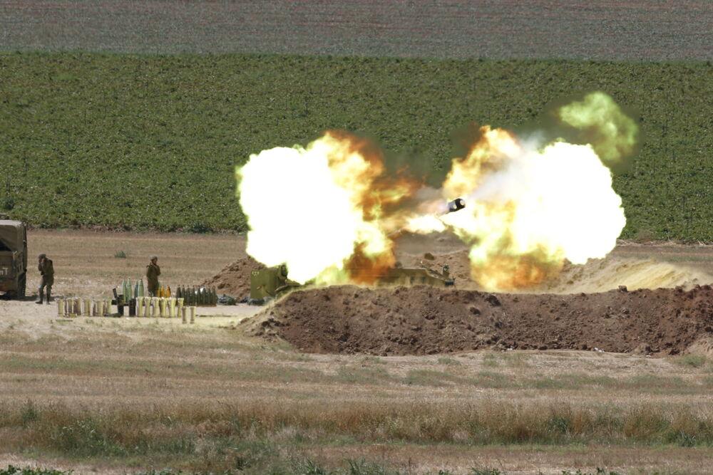 Israeli artillery at Gaza border