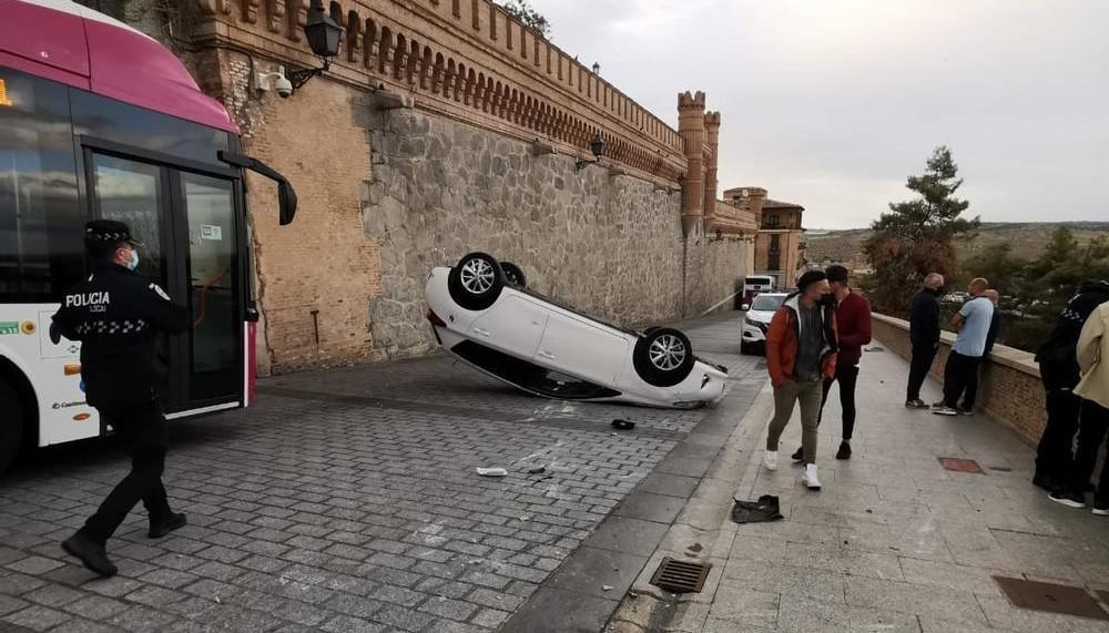 Aparatoso accidente de tráfico en la calle de la Unión