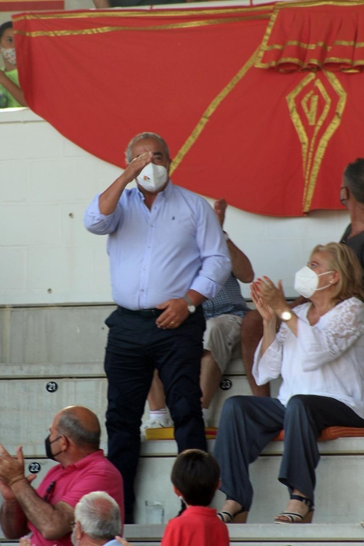 El alcalde Jesús Hijosa fue ovacionado antes del inicio del festejo