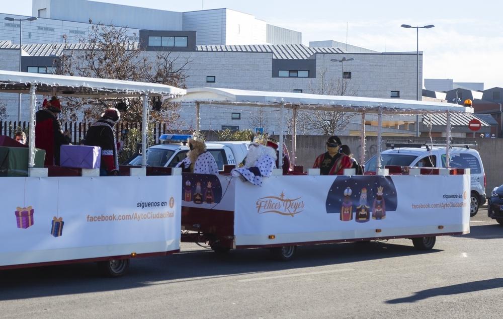 Los Reyes Magos inician su recorrido en tren el Hospital