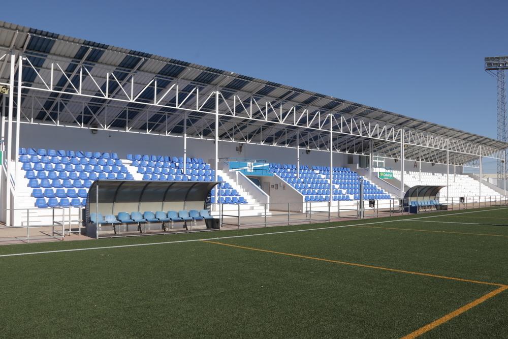 El campo 'José Camacho' ya presume de nuevos asientos