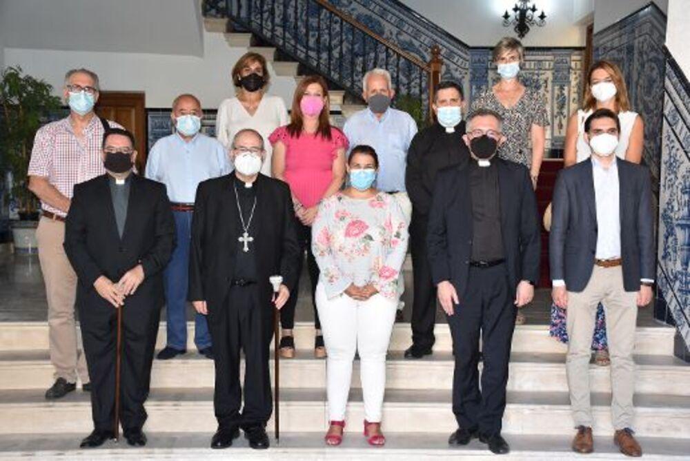 Élez reconoce a Felipe García tras 18 años como vicario