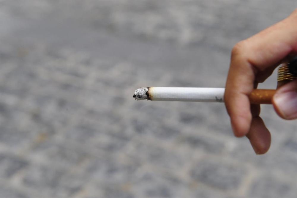 Expertos aseguran que el humo del tabaco contagia