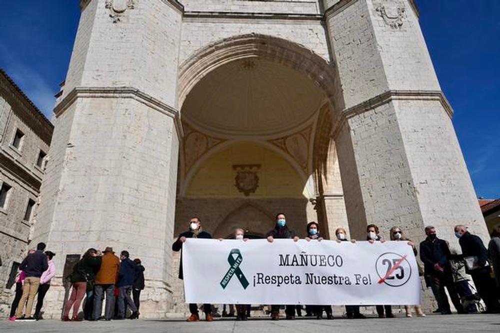 La Asociación de Abogados Cristianos convoca una concentración en protesta por la limitación de aforo en actos religiosos.