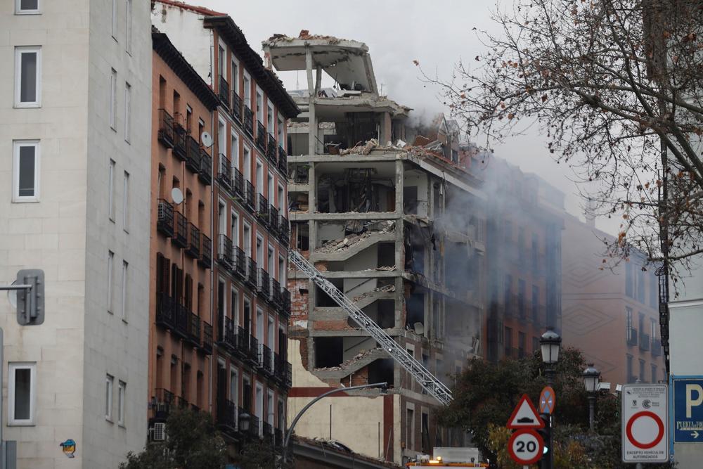 Explota parte de un edificio en el centro de Madrid