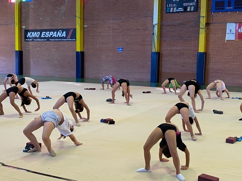 70 alumnos en el campus de gimnasia rítmica de Alcázar