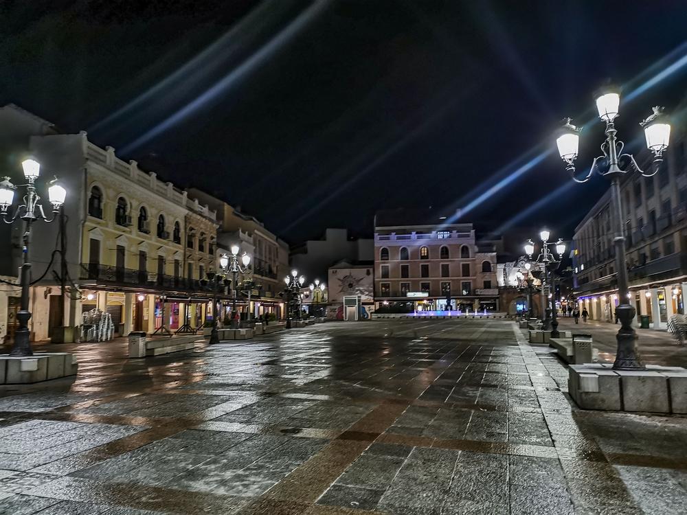 coronavirus, pandemia, ciudad real vacÁa durante el toque de queda de las 10 de la noche, calle vacÁa, calles vacias