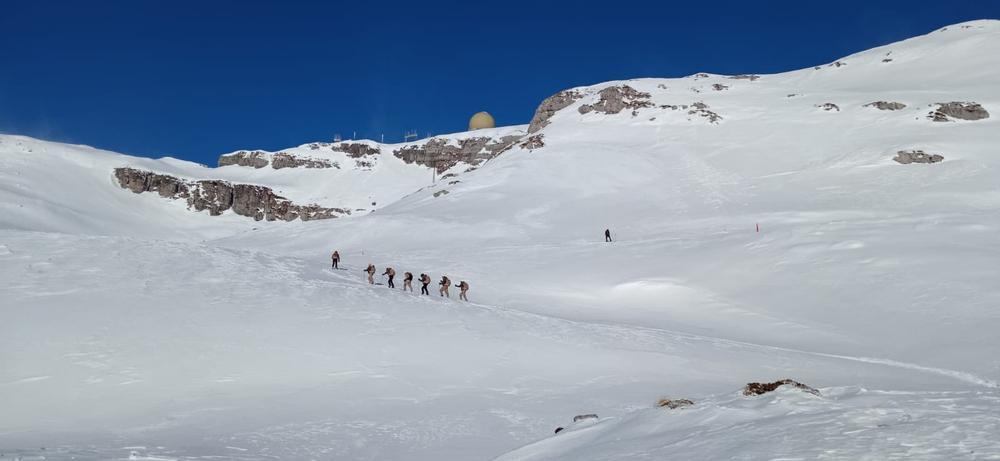 El EVA 12 de Espinosa ya convive con metros de nieve