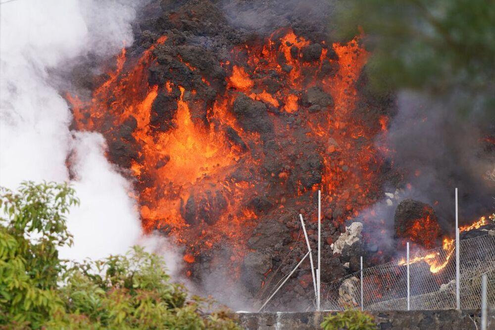 La lava arrasa con cualquier tipo de infraestructura.