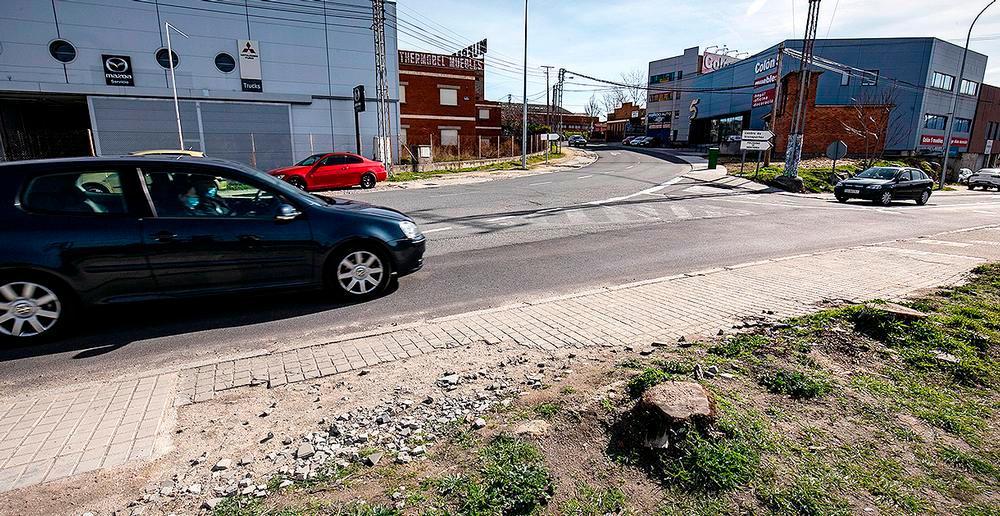 Cruce de las calles Navacerrada, Guadarrama y Vial Interpolígonos, en el polígono El Cerro.