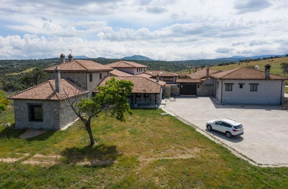 Cortijo en Villacastín por 4 millones de euros. Tiene unos 1.800 metros cuadrados de superficie construida y nueve habitaciones.