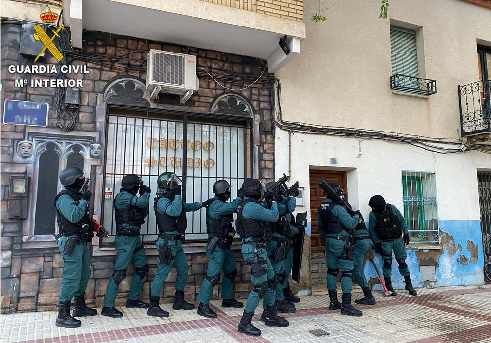 Entrada en uno de lo domicilios registrados en Villacañas.