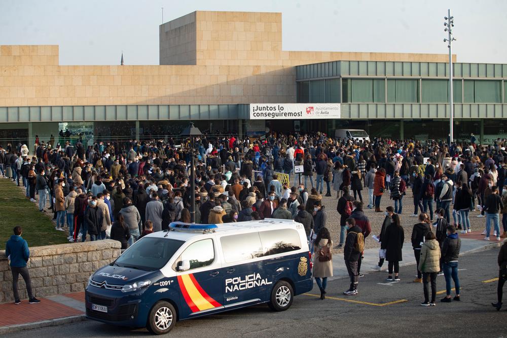 Casi 1.000 aspirantes a policía se examinan en Ávila.