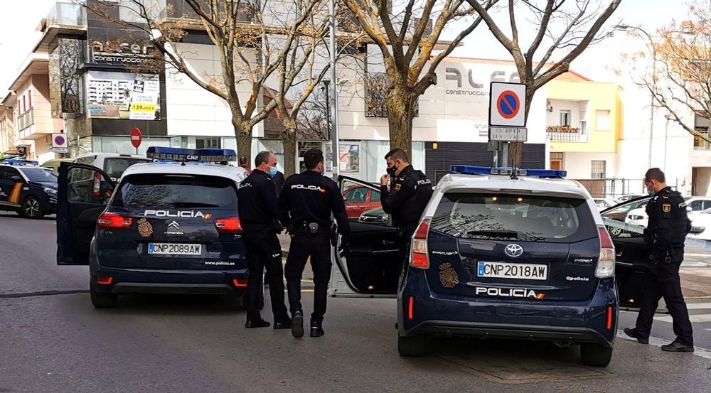 La Policía Nacional ha acordado la zona y ha mantenido a raya a las familias