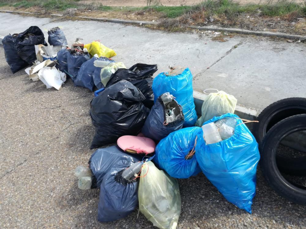 Vía Tarpeya se libra de media tonelada de basura