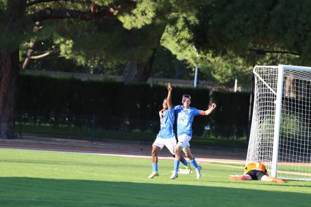 Los jugadores del Manchego celebran el 2-0.