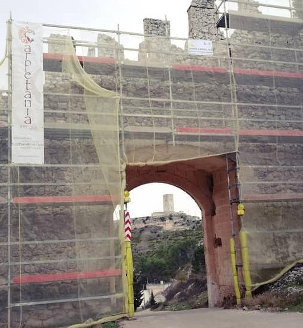 Alarcón recupera dos puertas de su muralla histórica