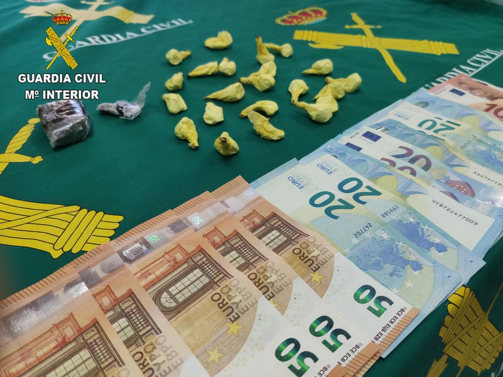 La Guardia Civil detiene a una persona por tráfico de drogas