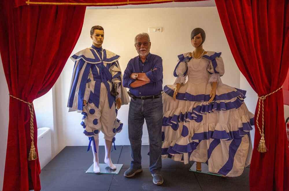 Manuel Canseco dona parte de su obra al Patio de Comedias de Torralba