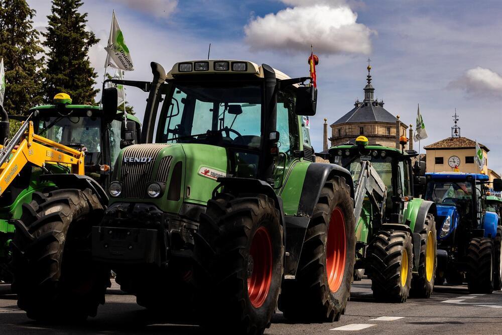 La protesta del campo reúne medio centenar de tractores