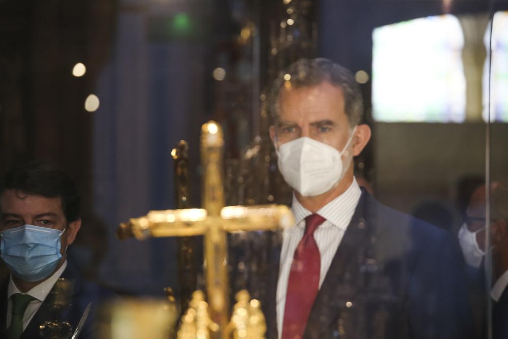El rey recorre la exposición de Las Edades del Hombre en Burgos.